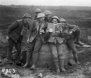 New Zealand soldiers with a copy of New Zealand at the Front, 20 Nov 1917